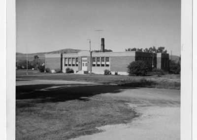 Picture of the last school building to be used as a school in Newton. It was used from 1924-1968 as a school and later became the town hall, firehouse, court and library.