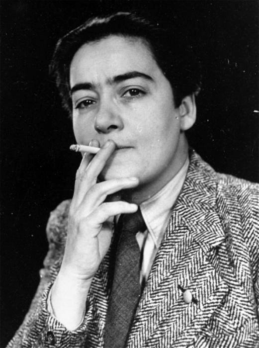 Frieda Belinfante a half-Jewish lesbian, used this disguise to hide from Nazi authorities
